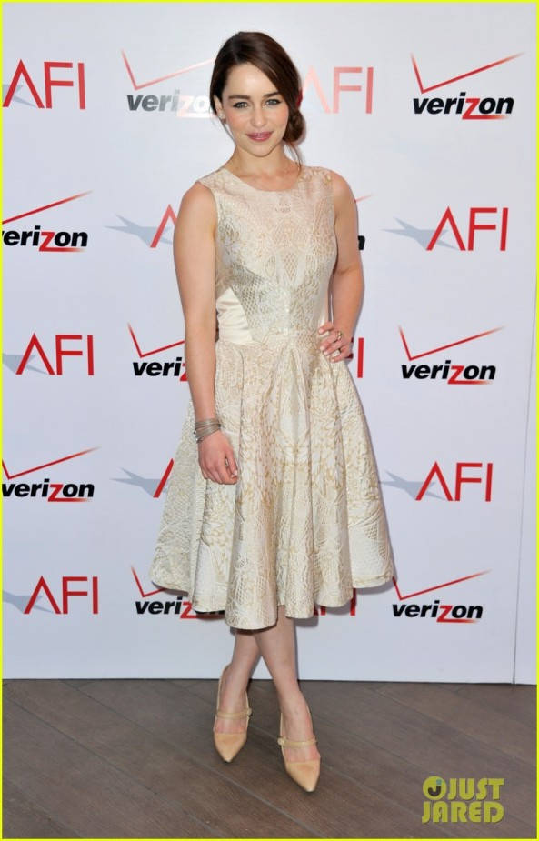 emilia-clarke-afi-awards-2013-red-carpet-01