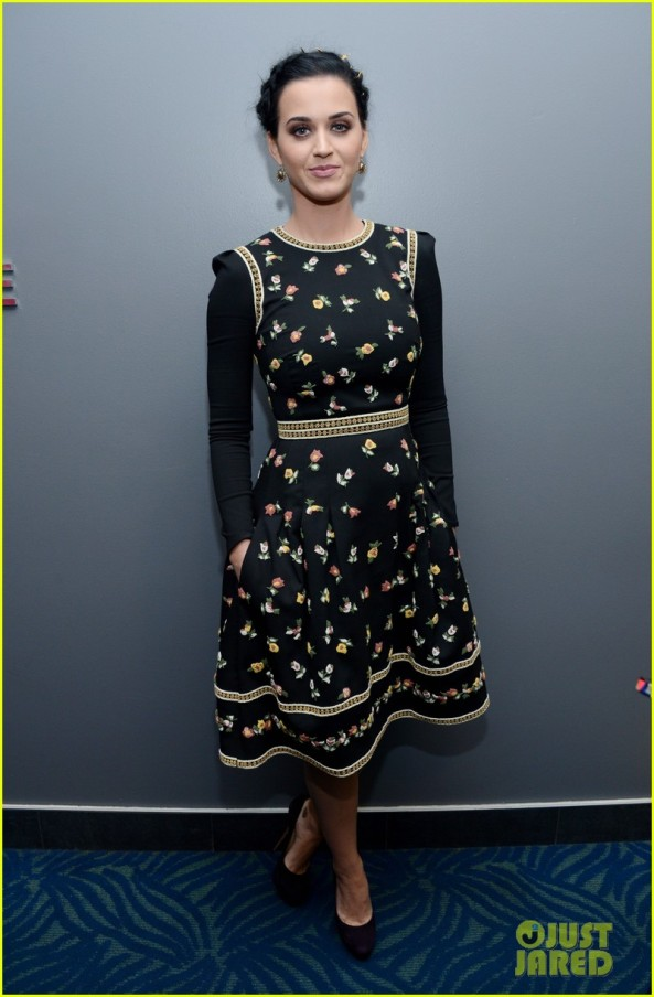 katy-perry-peoples-choice-awards-2013-winner-01