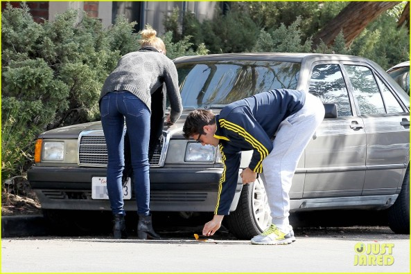 emily-vancamp-josh-bowman-fender-bender-blues-03