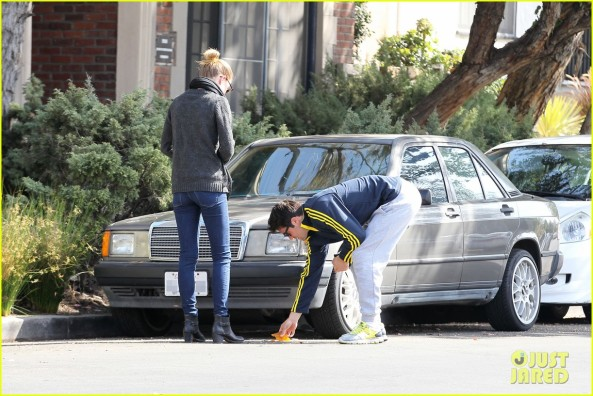 emily-vancamp-josh-bowman-fender-bender-blues-06