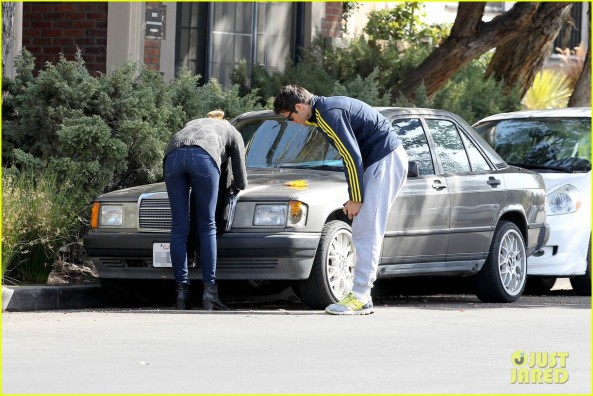 emily-vancamp-josh-bowman-fender-bender-blues-25