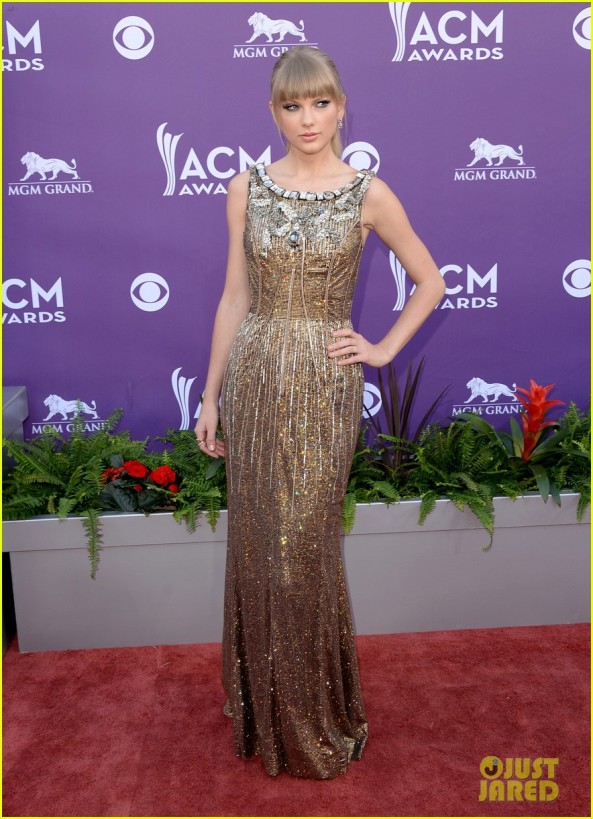 taylor-swift-acm-awards-2013-red-carpet-01