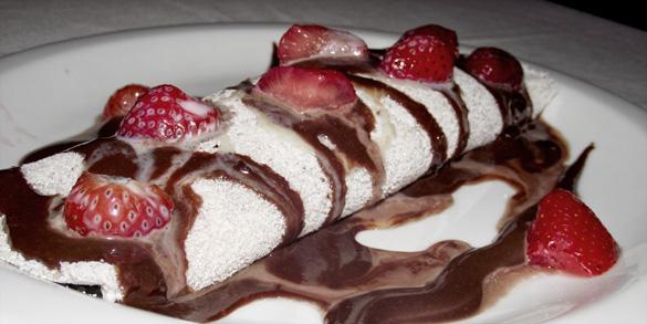 Jabiraca-Tapioca-de-Coco-com-Recheio-de-Morango-com-Chocolate