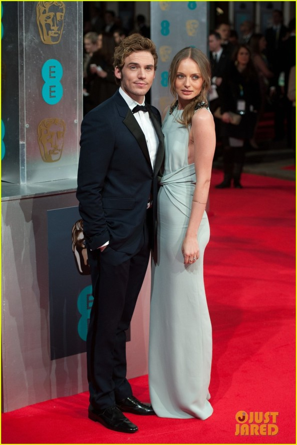 sam-claflin-baftas-2014-red-carpet-04