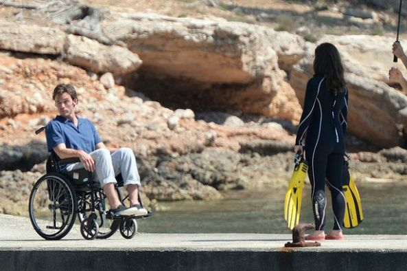 PAY-Actors-Emilia-Clarke-and-Sam-Claflin-on-set-film-Me-Before-You-in-Formentor-beach-Mallorca (1)